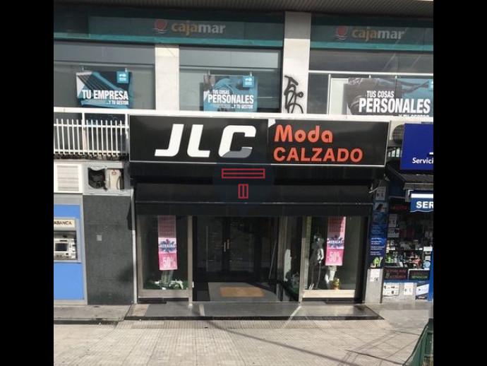 LOCAL COMERCIAL EN CALLE REAL ( COLLADO )